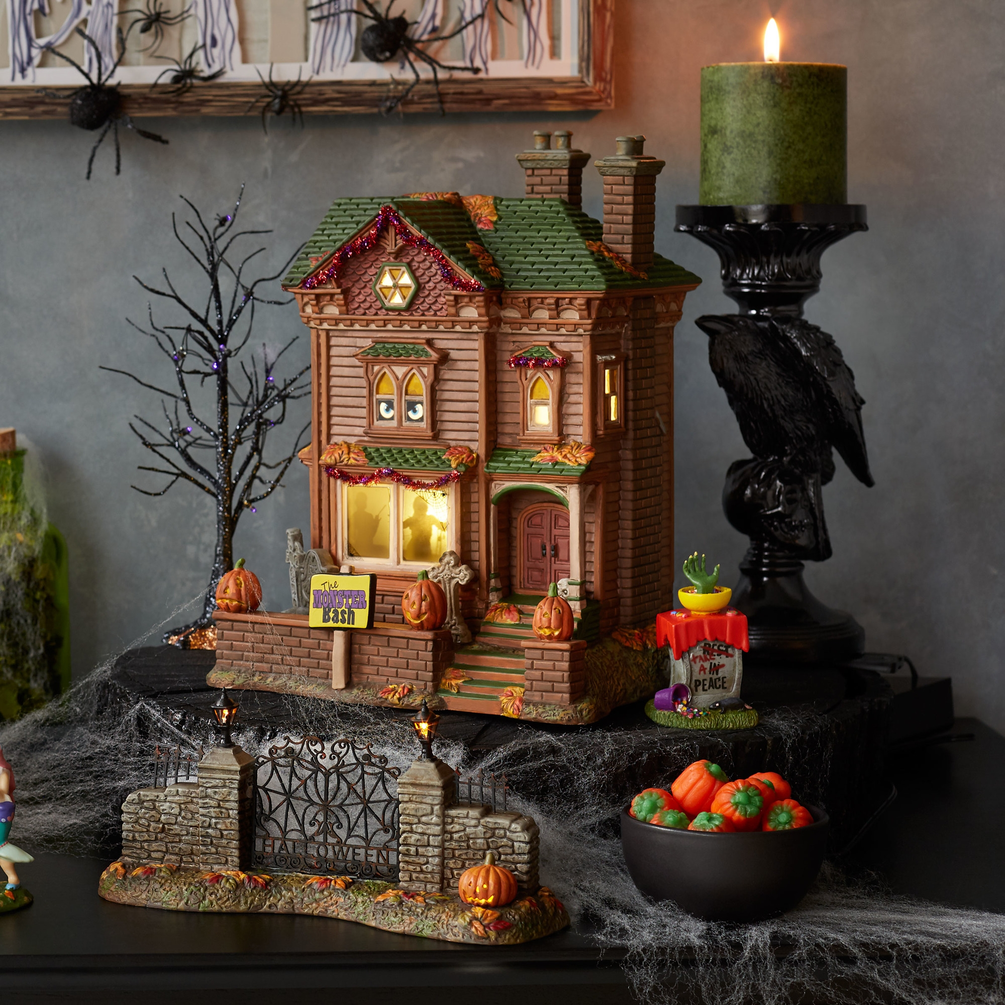 Department 56 6000659 Monster Mash Party House